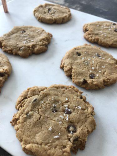 gluten-free flourless peanut butter chocolate chip cookies